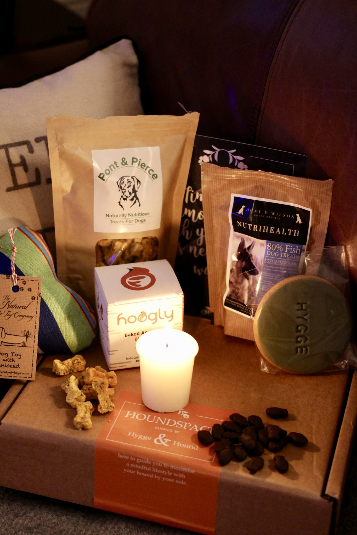 Hygge & Hound {Subscription Box} #DogTreats #SubscriptionBox #Hygge #Hound #DogFriendly www.scruffylittleterrier.com